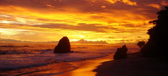 beautiful-sunset-in-santa-teresa-beach