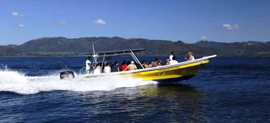 boat-transfer-to-santa-teresa-beach