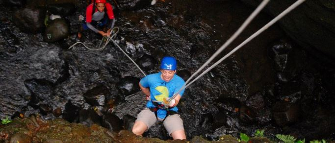 arenal waterfall rappelling
