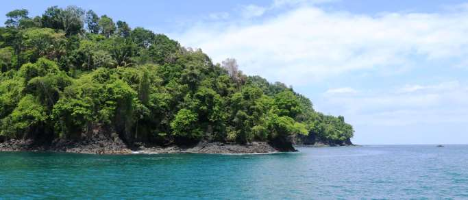 ocean kayaking near manuel antonio national park