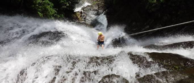 waterfall rappelling tour in manuel antonio