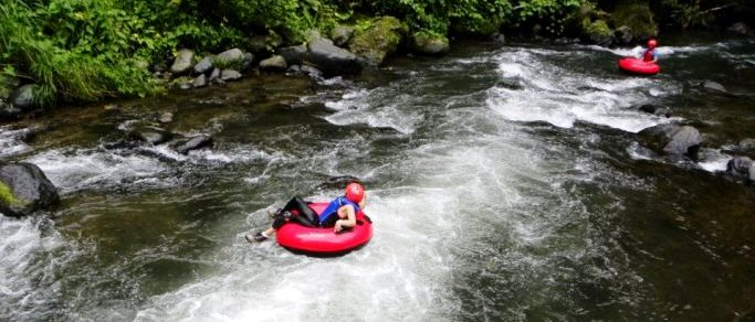 white water tubing tour in costa rica