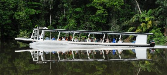 jungle-boat-ride-to-your-tortuguero-hotel