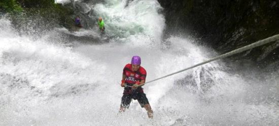 waterfall-rappelling-in-costa-rica