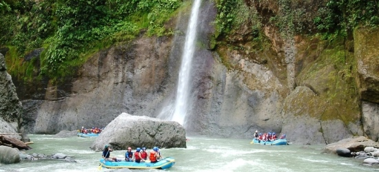 white water rafting at pacuare river